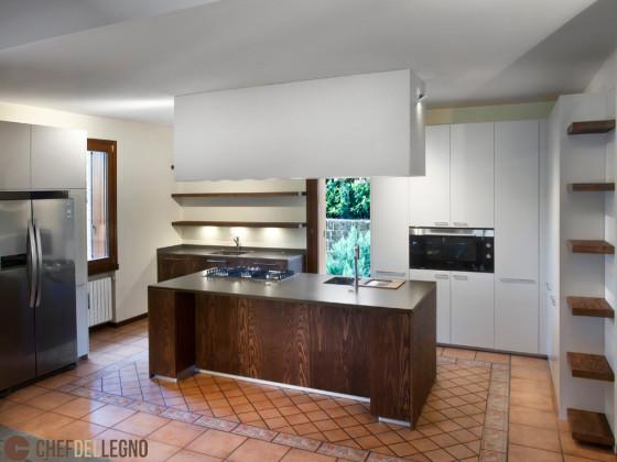 Cucina con isola chef del legno for Isola cucina legno